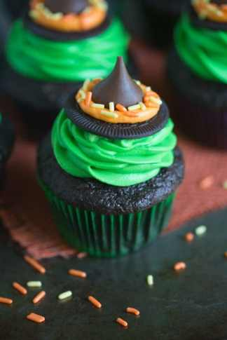 witches-hat-cupcakes-1-768x1152